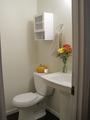 powder room half bath with pedestal sink