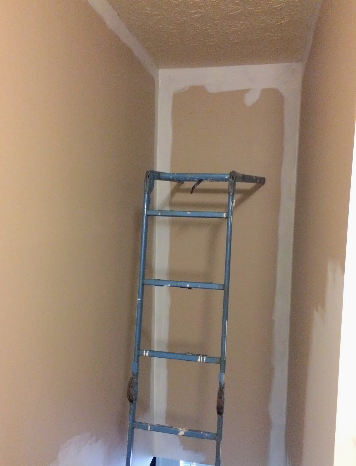 How To Paint A Tall Hallway Above Stairs Ugly Duckling House
