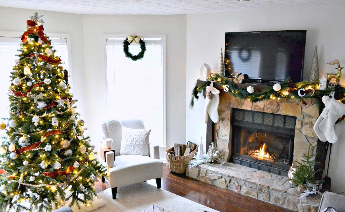 Christmas living room 2017 - with neutrals and copper accents on Christmas tree and fireplace