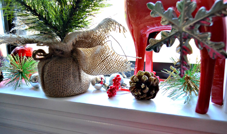 christmas kitchen window details