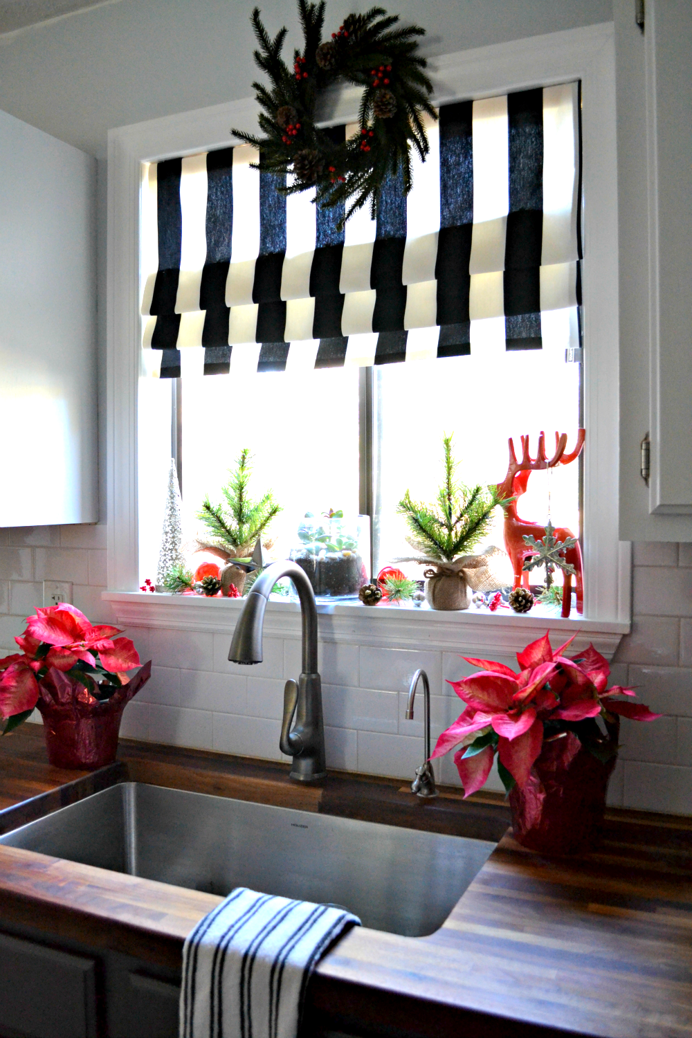 Diy Christmas Window Treatments : Decking the halls my christmas kitchen window ugly