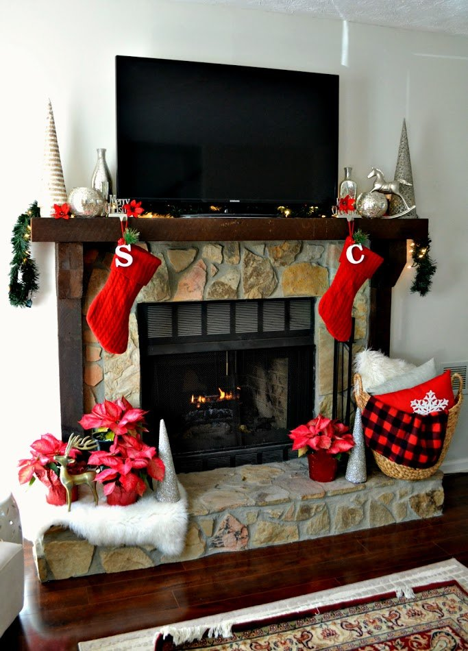holiday christmas mantel