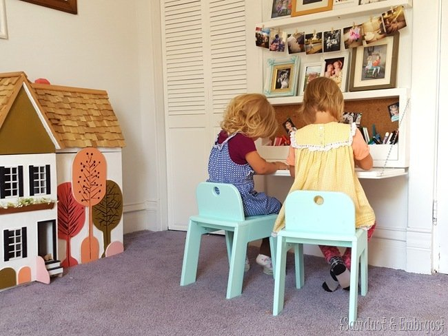DIY-fold-down-childrens-desk-with-storage-inside...-FREE-PLANS-Sawdust-and-Embryos