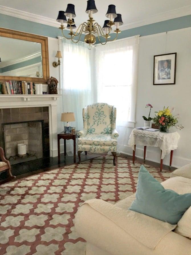 Airbnb Savannah living room