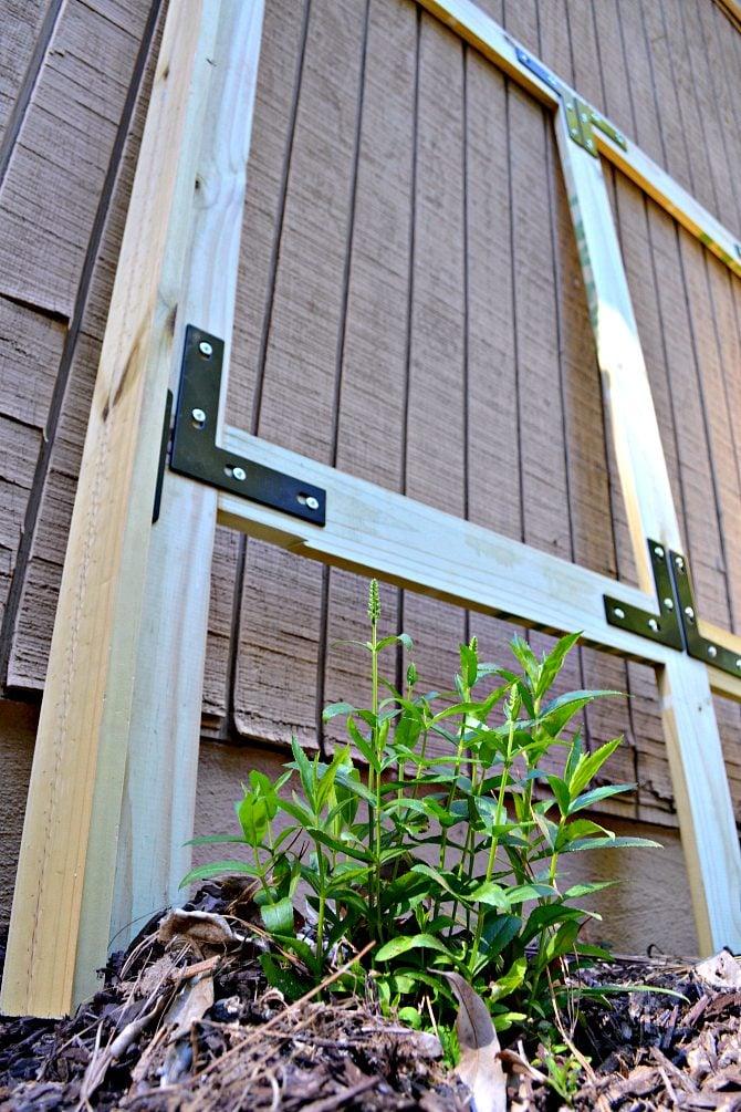diy-garden-screen-frame