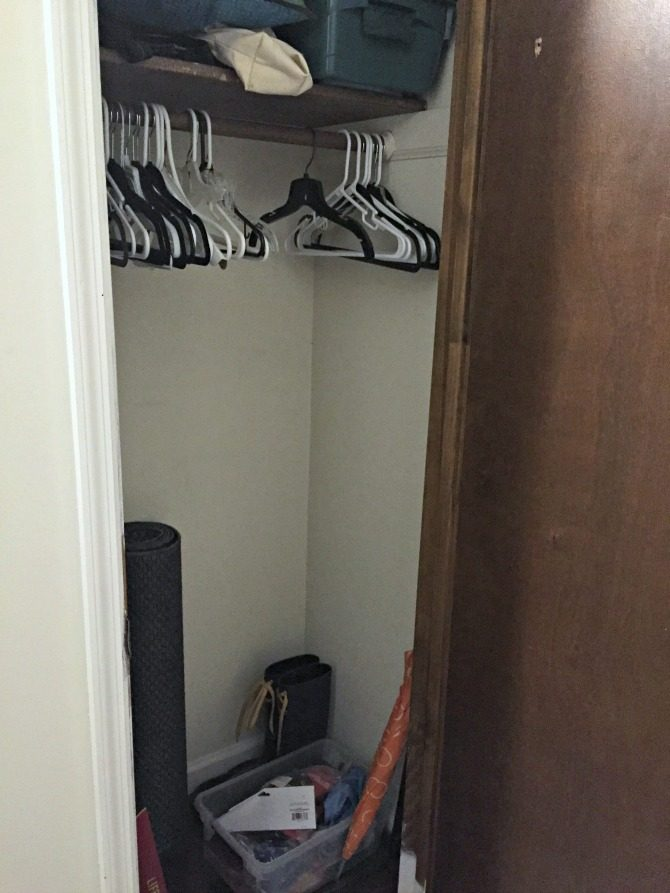 entryway-closet-before