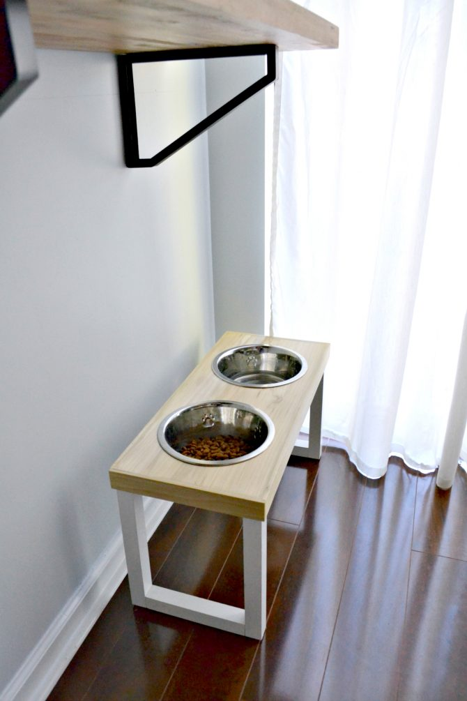 My no slip dog feeder looks great, all set up and ready for our pup to enjoy!