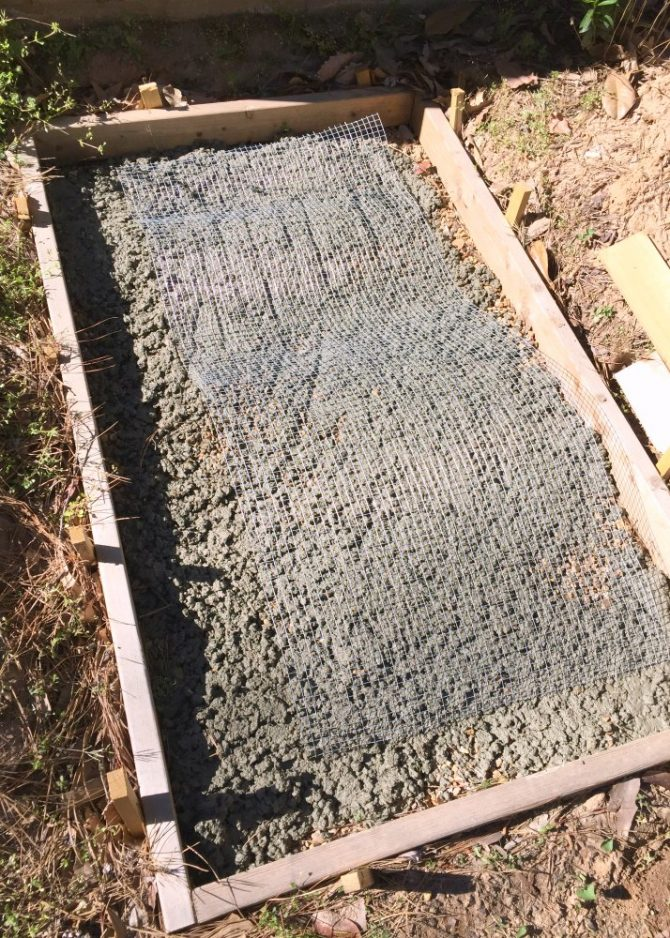 adding a screen between concrete for reinforcement
