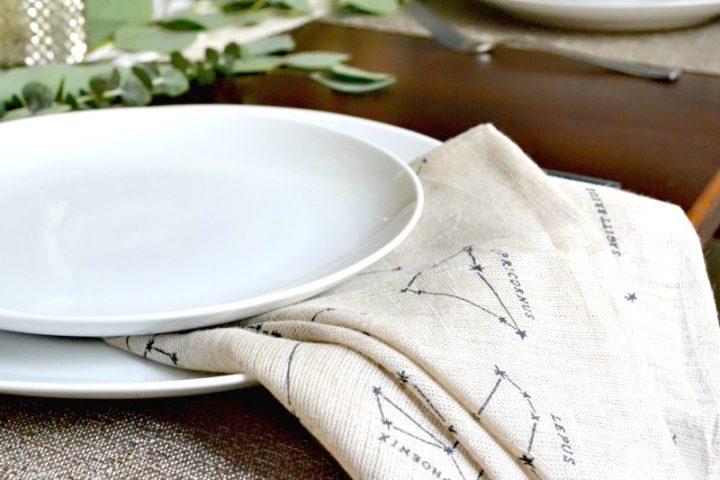 dining plate with constellation napkins