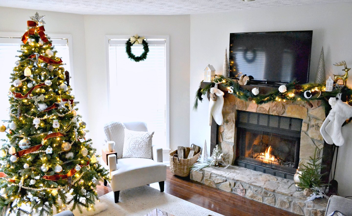 Neutral christmas holiday home tour living room and fireplace ugly duckling house for Christmas living room pinterest