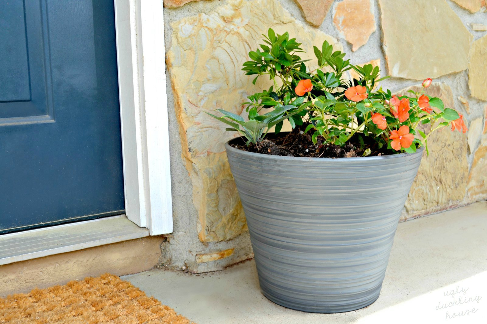 diy tricks for covered porch planters - ugly duckling house