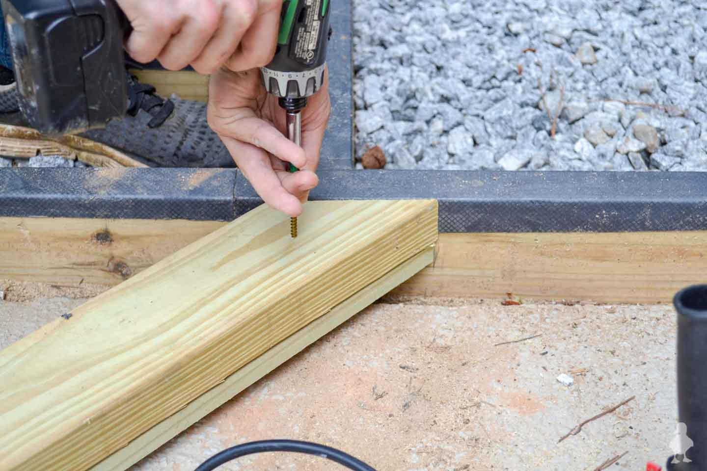 use grk screws to attach 2x4 to 1x4