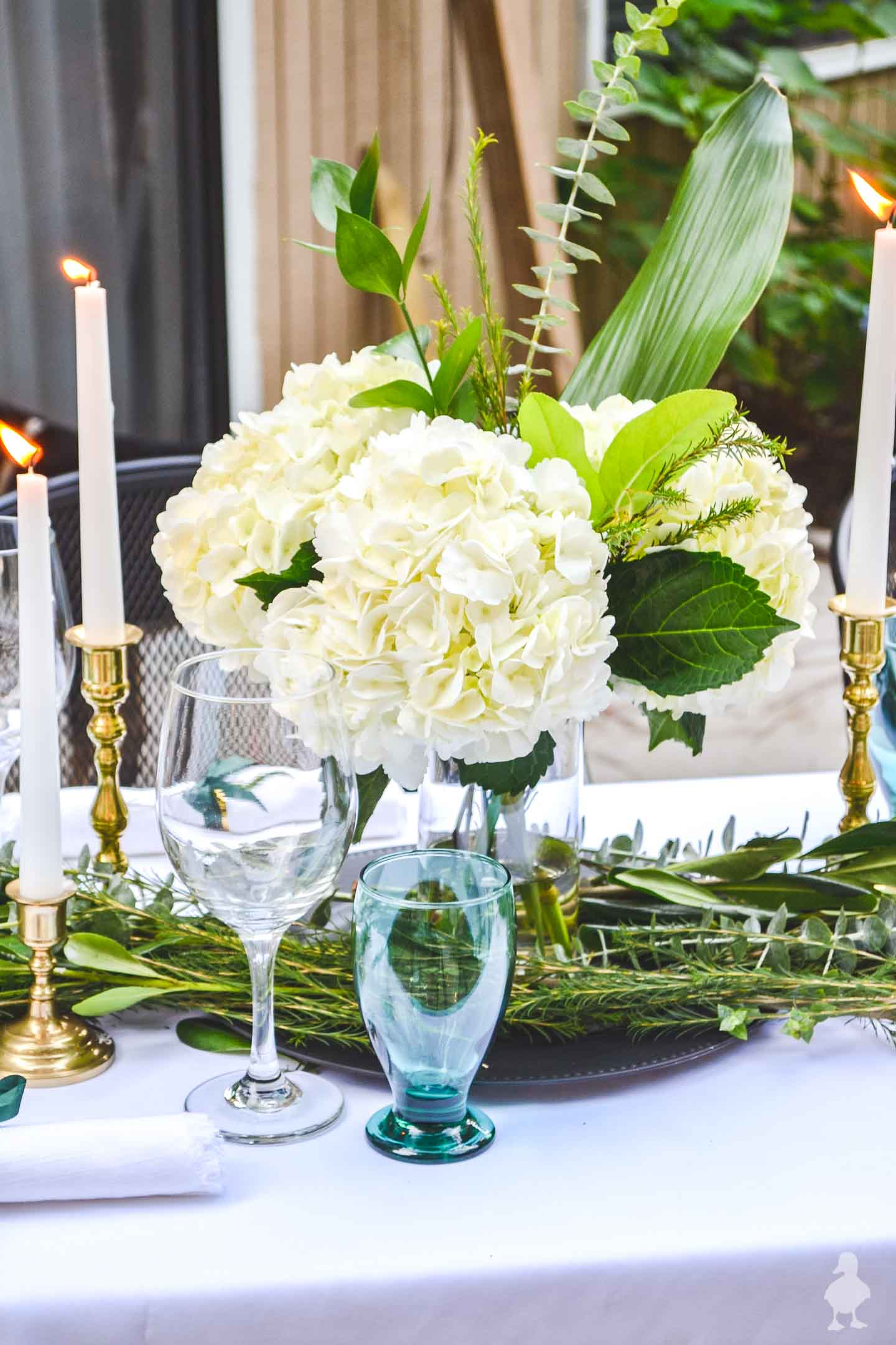 white hydrangea bouquet easy diy outdoor tablescape and green glasses