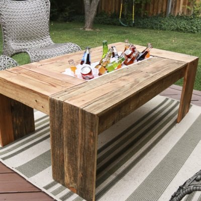 Rustic-Pallet-Wood-Coffee-table-@remodelaholic-9188