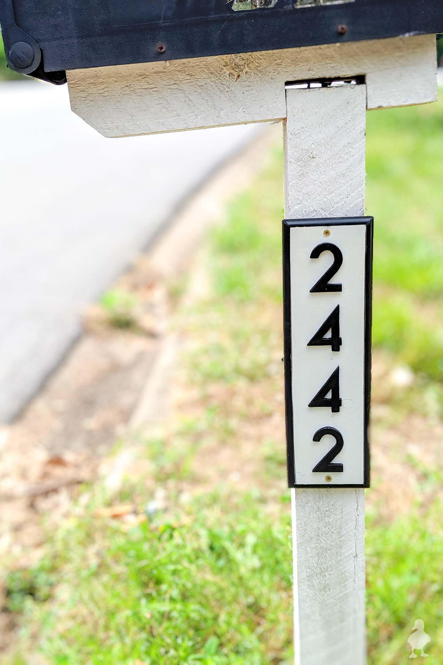 DIY House Numbers Sign for the Mailbox
