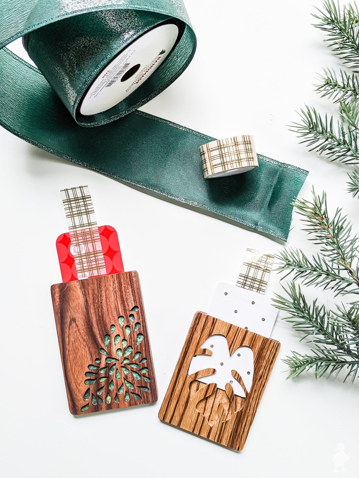 diy gift card holders with decorative cutouts
