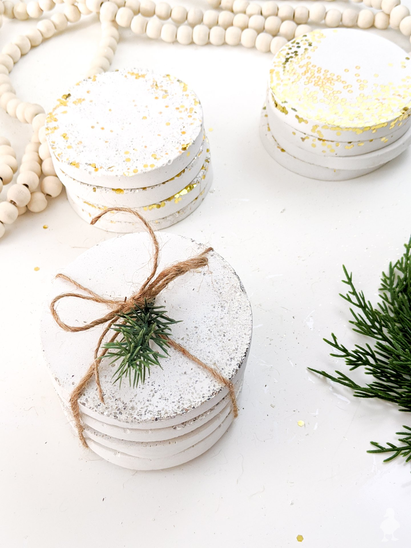 DIY glitter and confetti white concrete sets - made 3 ways with inexpensive ingredients that are easy to find at your local craft store. Get the full how-to and make in an afternoon - excellent kids craft too #whiteconcrete #diycoasters #glitter #confetti #newyears #partydecoration #hostessgift #neighborgift