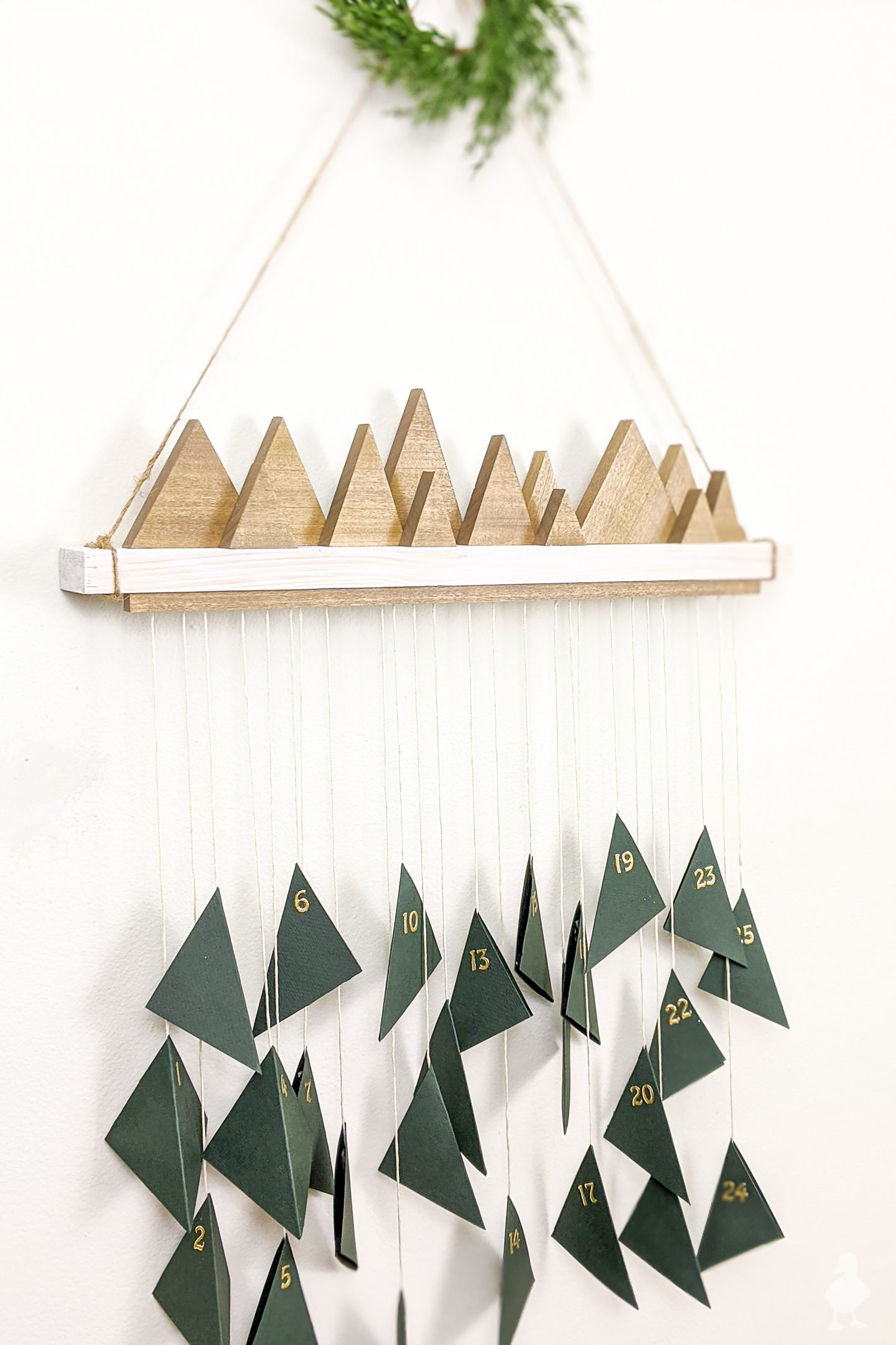 DIY Hanging Advent Christmas Countdown Calendar