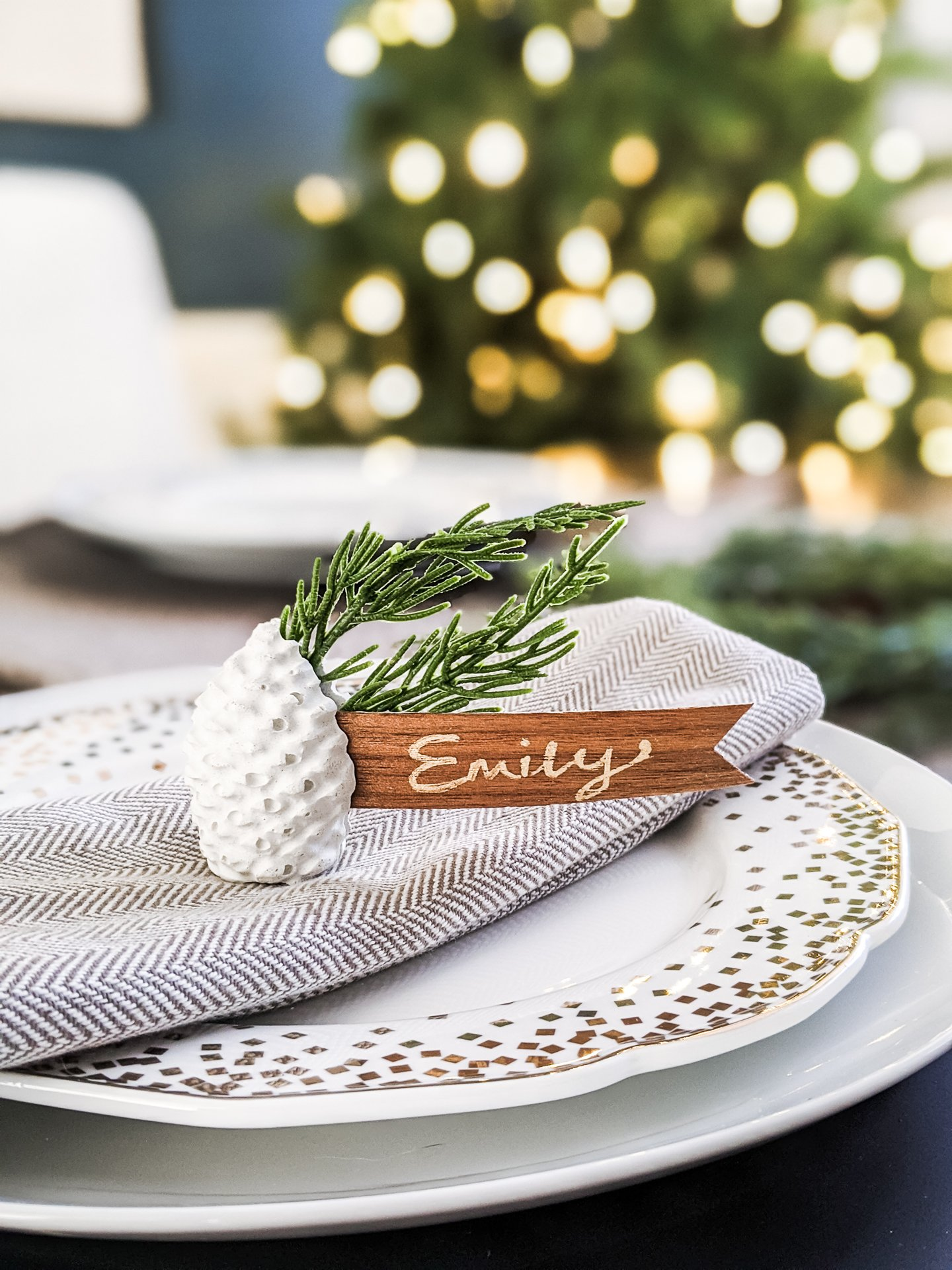 DIY Pinecone Christmas Place Card Holders