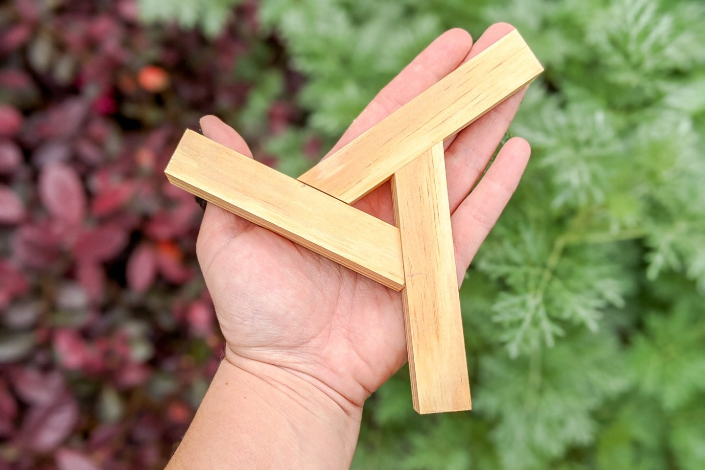 cut each bottom piece at 30 degrees to form an adjustable overlapping triangle shape