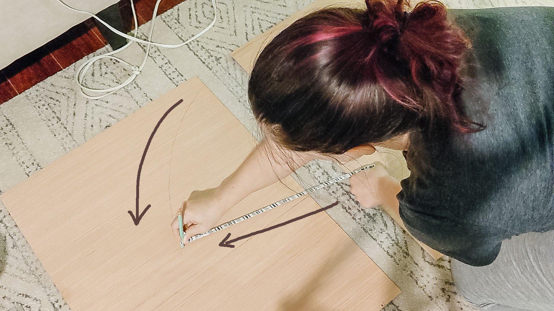 comment dessiner une forme d'arc sur du contreplaqué avec une corde