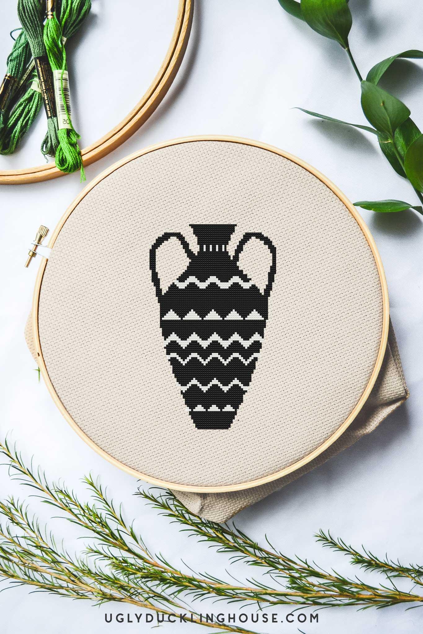 Black and White Vase | Free Cross Stitch Pattern